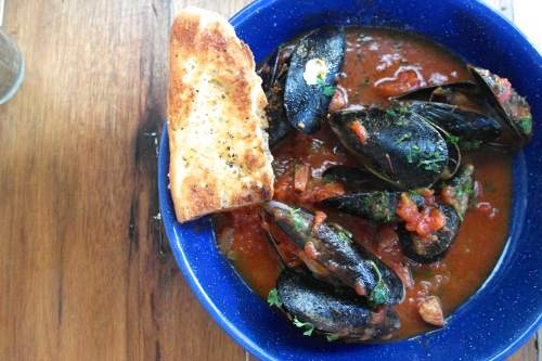 spencer gulf mussels with chorizo, tomato and saffron