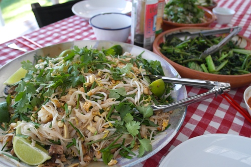 chicken and prawn pad thai noodles