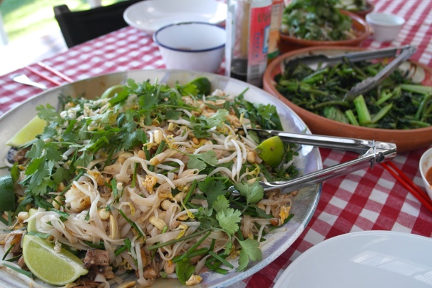 chicken and prawn pad thai noodles